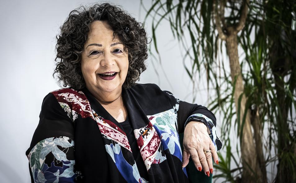 Janina Fisher en La Contra de La Vanguardia